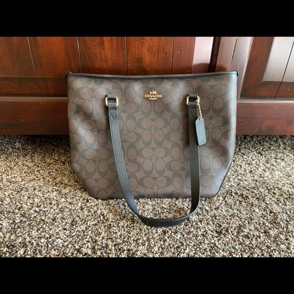 Coach Handbags - BRAND NEW coach purse never used!!!